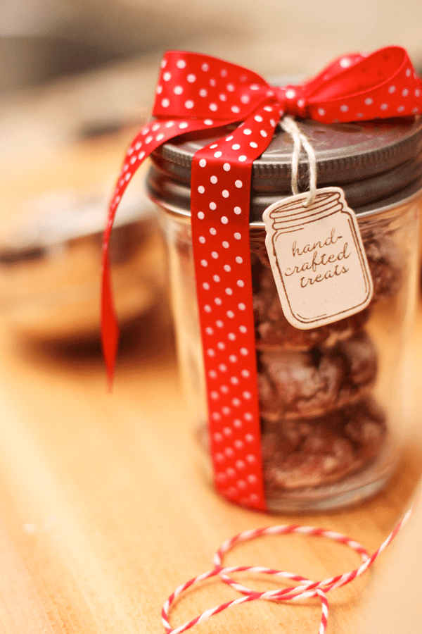 Red Velvet Crinkle Cookies Mason Jar2