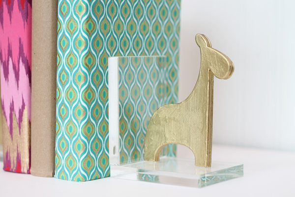 DIY Acrylic Bookends Close | Damask Love Blog