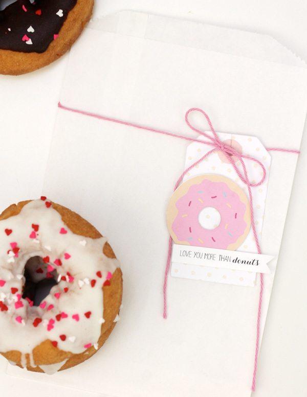 Easy Like Sunday Morning: Glazed Donut Favors | Damask Love Blog