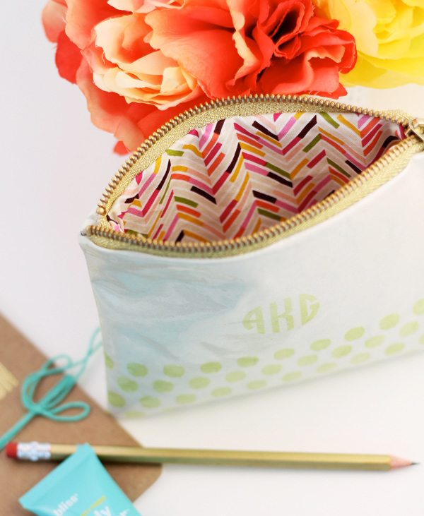 DIY Stamped Oilcloth Carry All Clutch | Damask Love