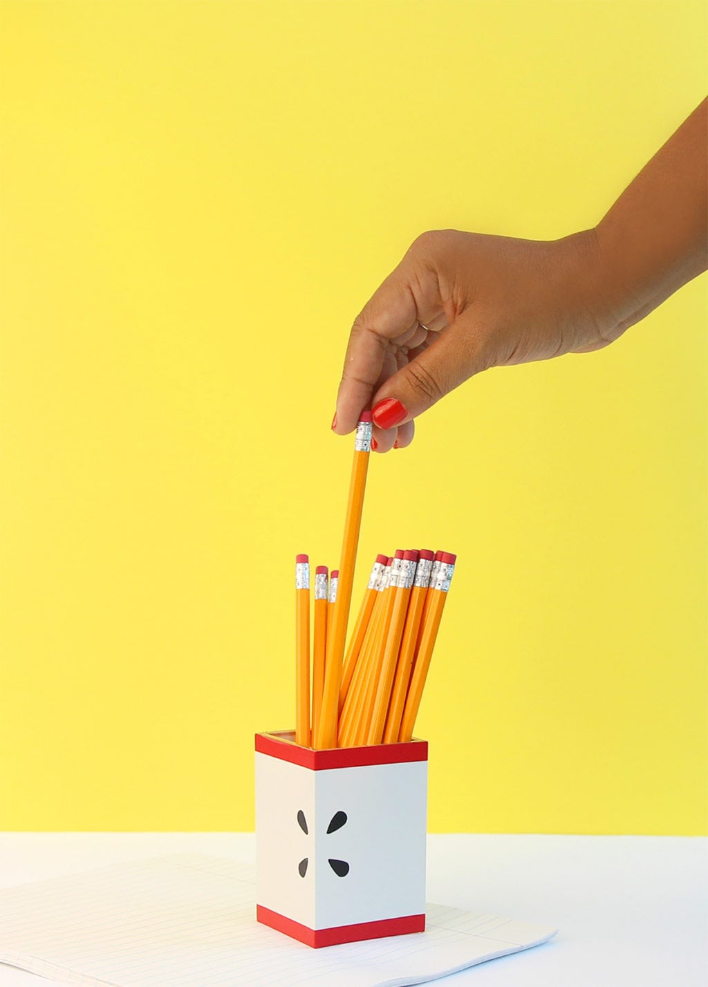 easy apple pencil holder | damask love