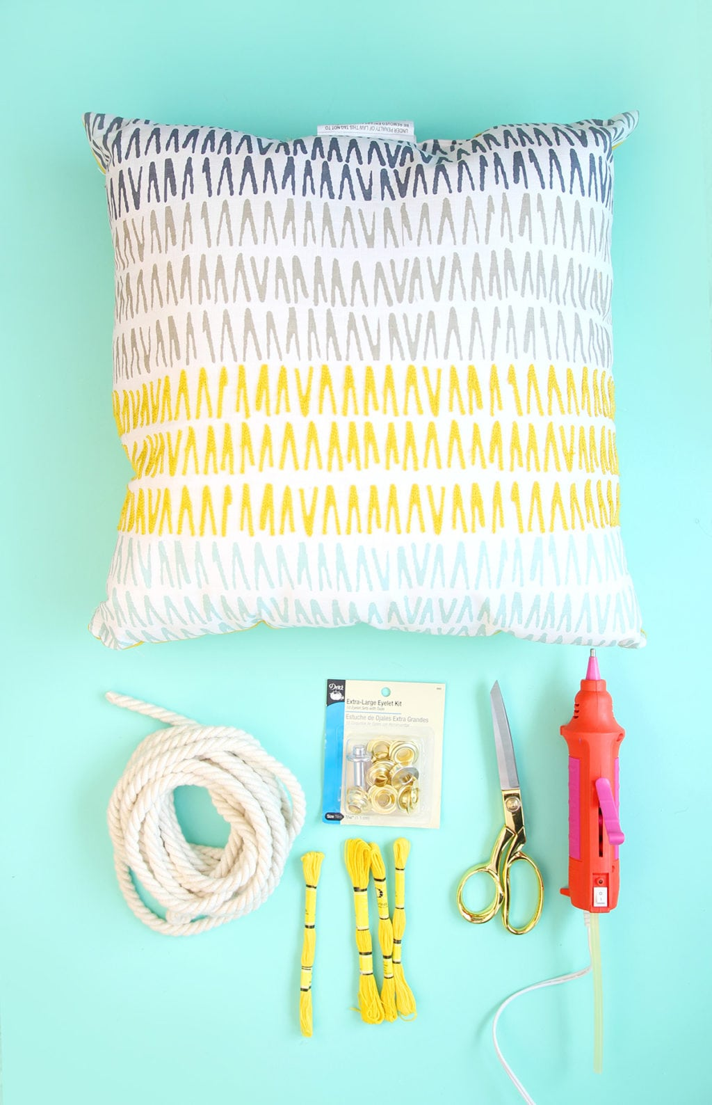 DIY No-Sew Throw Pillow Tote | damask love